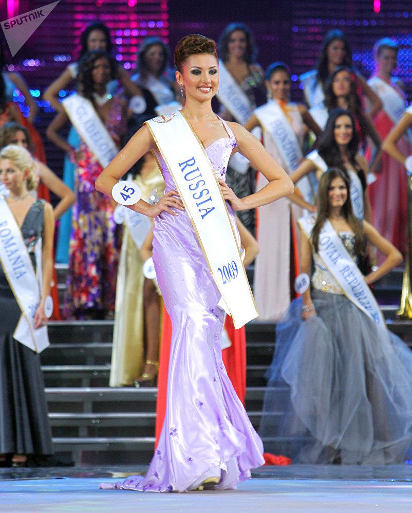 Anna Mezentseva, candidata russa ao Miss Terra 2007, durante o concurso de beleza Miss Intercontinental 2009