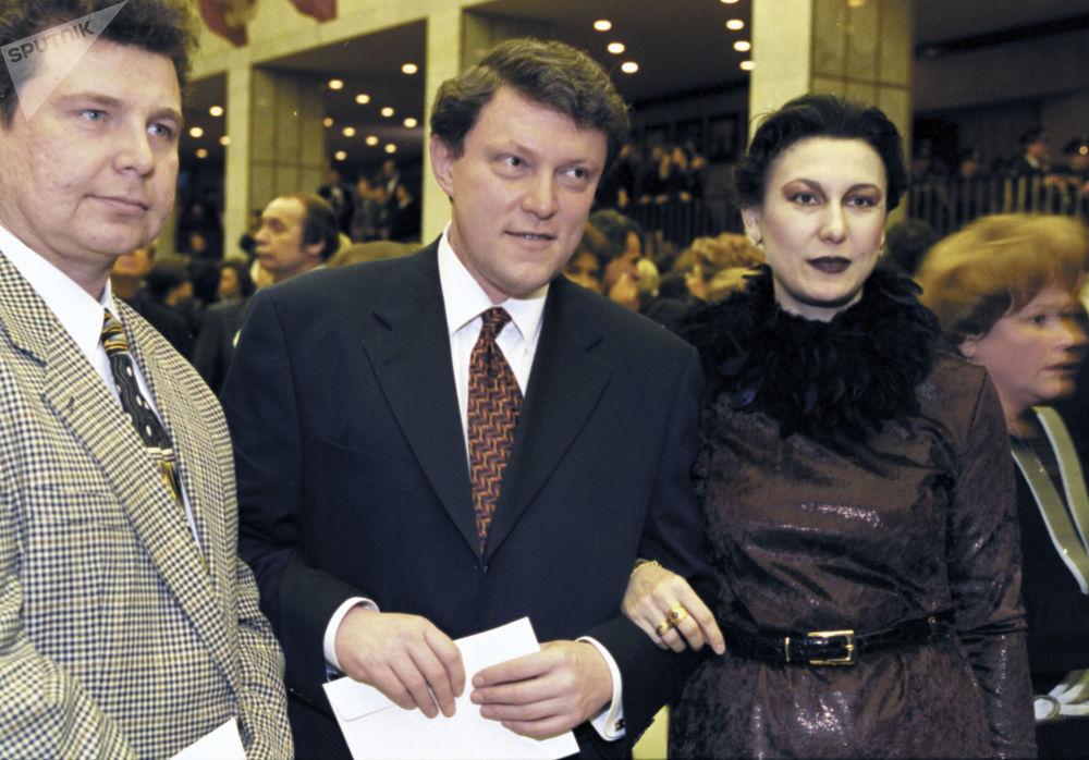 Líder do movimento sócio-político Yabloko, Grigory Yavlinsky, na estreia do filme O Barbeiro da Sibéria, fevereiro de 1999
