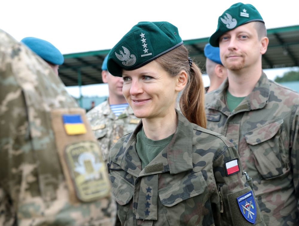 Mulheres do exército polonês durante a cerimônia de abertura das manobras Rapid Trident 2017