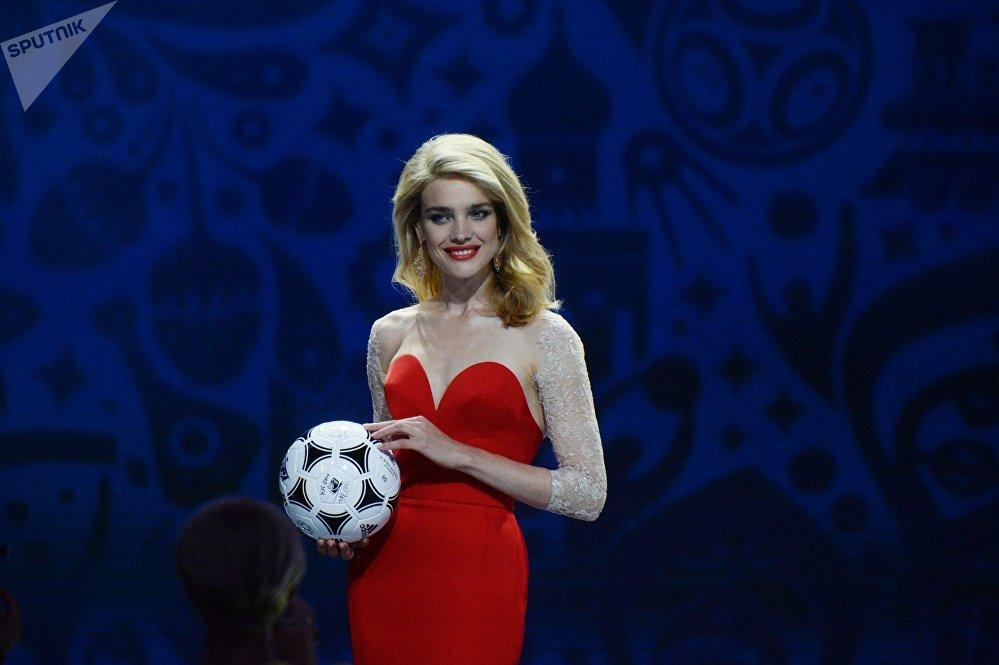 Modelo Natalia Vodyanova durante o sorteio preliminar da Copa 2018, São Petersburgo