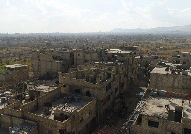 Um corredor humanitário entre Damasco e Ghouta Oriental perto do campo de refugiados de Al Wafidin na Síria