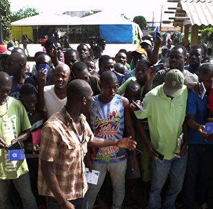Imigrantes haitianos em um abrigo no Acre