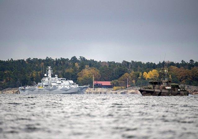 Navios suecos buscando um misterioso submarino russo