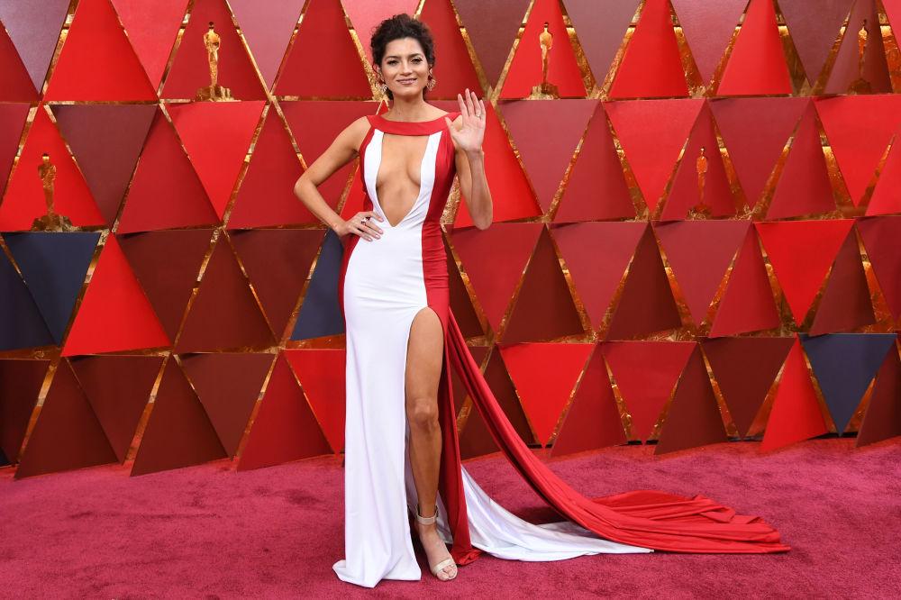 Atriz estadunidense Blanca Blanco no tapete vermelho da 90ª cerimônia do Óscar, em Hollywood, na Califórnia