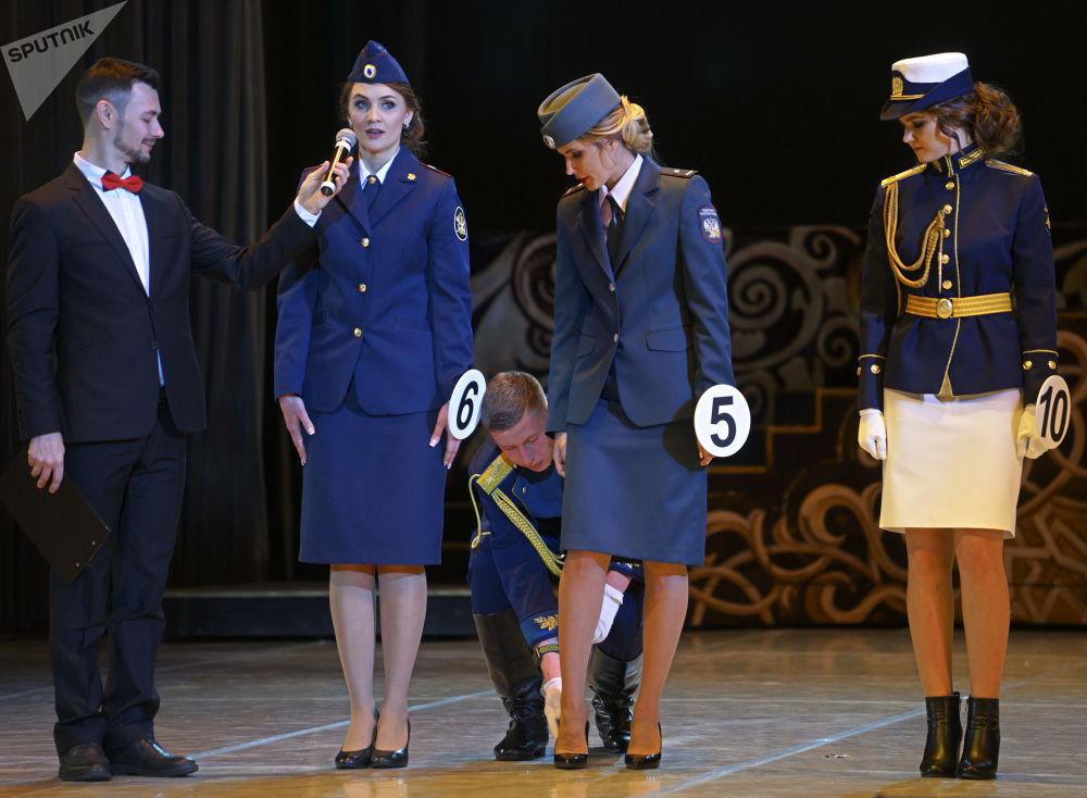 Participantes do 5º concurso anual Beleza com Platina, na Rússia, antes do início da competição