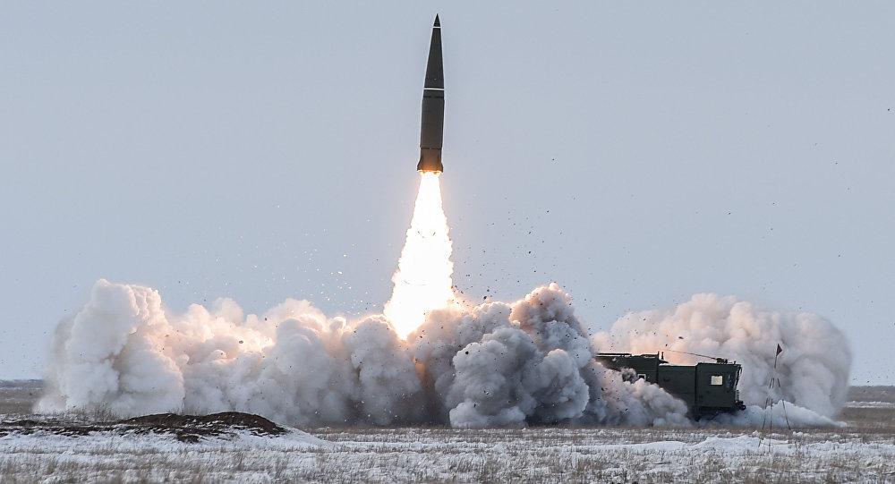 Lançamento de míssil balístico do complexo tático-operacional Iskander-M no polígono Kapustin Yar, na região de Astrakhan