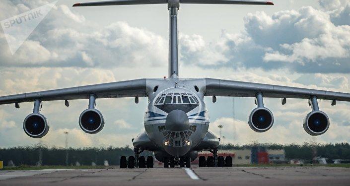 Avião de transporte militar Il-76