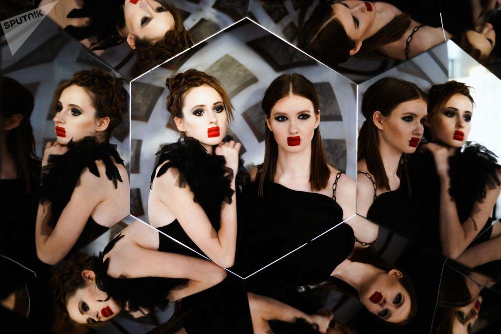 Modelos participantes do show Mercedes-Benz Fashion Week Russia em Moscou