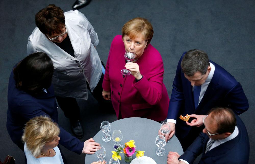 Chanceler alemã Angela Merkel durante a recepção por ocasião da assinatura do acordo de coalizão em Berlim