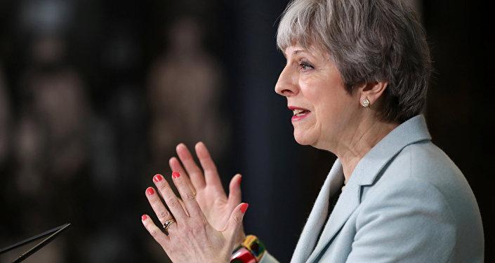 Primeira-ministra do Reino Unido, Theresa May, discursa perante estudantes em 19 de fevereiro de 2018