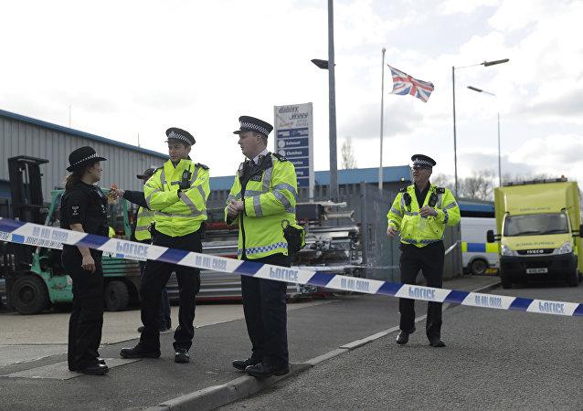 Policiais investigando o caso do ex-espião russo Sergei Skripal, em Salisbury (Inglaterra), em 13 de março de 2018