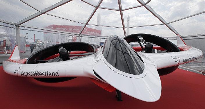 Tiltrotor, avião elétrico desenvolvido pela AgustaWestland, em exibição na Feira de aviação em Paris de 2013.