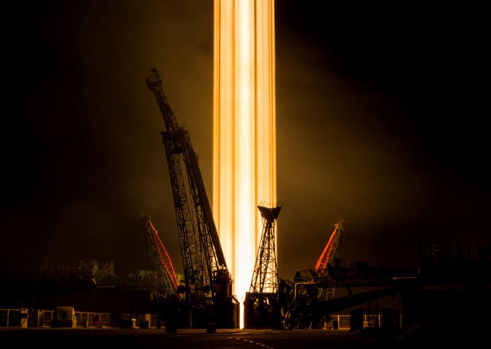 Lançamento da nave espacial russa Soyuz MS-08 a partir do cosmódromo de Baikonur.