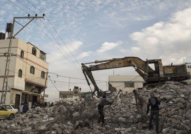 Casa destruída na Faixa de Gaza na sequência dos ataques israelenses (foto de arquivo)