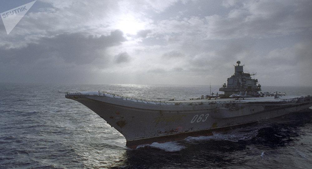 O porta-aviões russo Admiral Kuznetsov