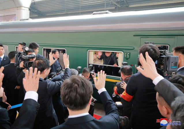 Trem com o líder norte-coreano, Kim Jong-un, chega à estação em Pequim nas vésperas da sua reunião bilateral com Xi Jinping, entre 25 e 28 de março de 2018