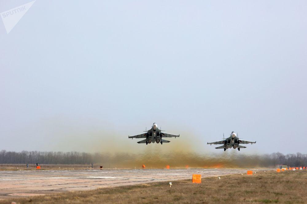 Caças Su-30 participam do concurso Aviadarts 2018