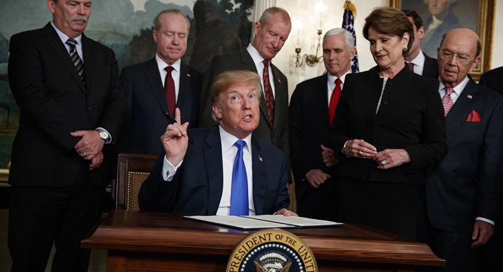 Presidente dos EUA, Donald Trump, fala antes de assinar memorando presidencial impondo tarifas e restrições a investimentos na China.
