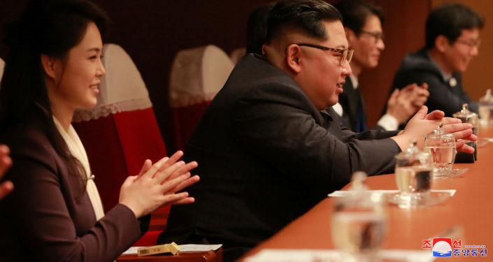 Kim Jong-un comparece a concerto de música pop sul-coreana, Pyongyang, 1º de abril