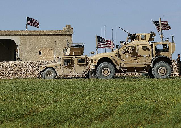 Veículos blindados norte-americanos na Síria