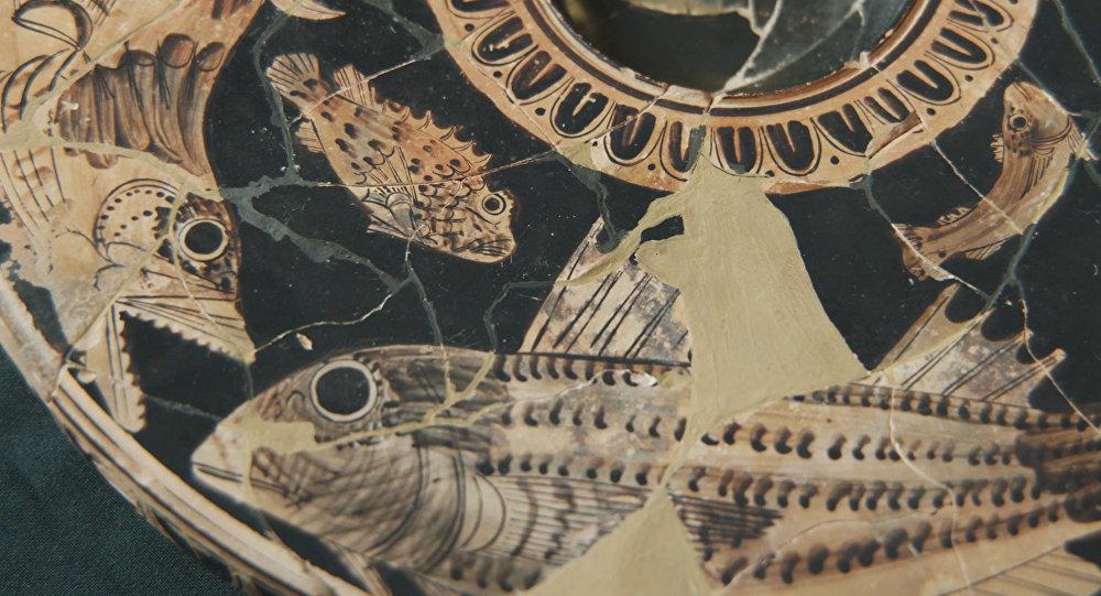 Cerâmica encontrada na necrópole de Yuz-Oba, Crimeia