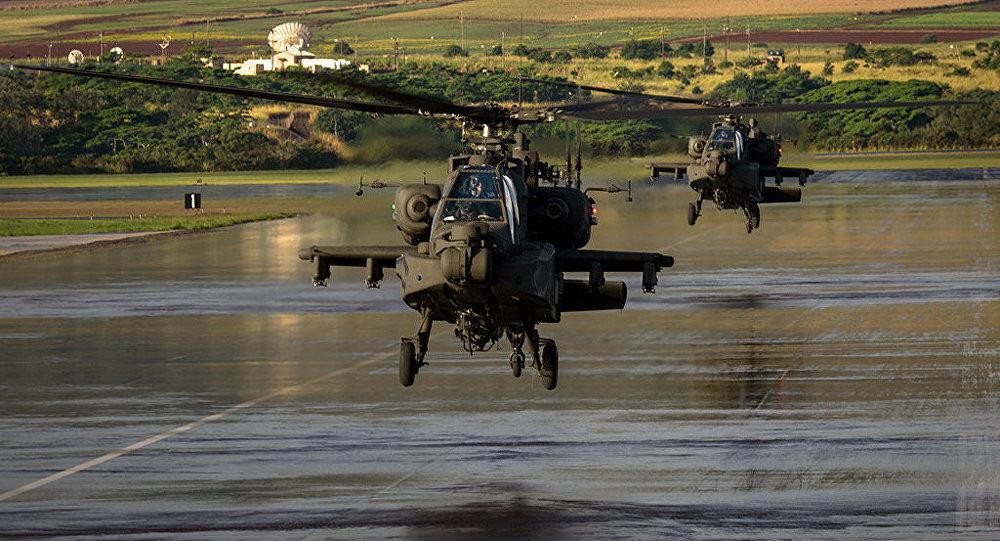 Helicópteros AH-64E Apache da 16ª Brigada de Aviação de Combate das Forças Armadas dos Estados Unidos