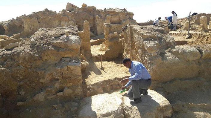 Escavações no deserto da Líbia, perto do Oásis de Siuá