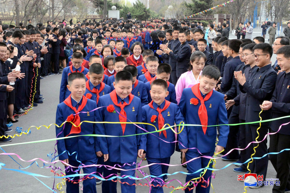 Crianças durante festa dedicada ao início do ano letivo, 2 de abril de 2018