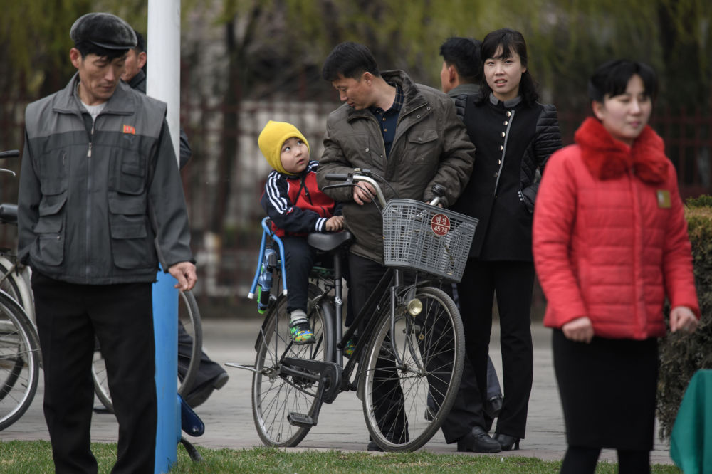 Espectadores na maratona em Pyongyang, 9 de abril de 2018