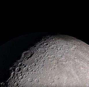 Deleite-se com uma excursão virtual pela superfície lunar!