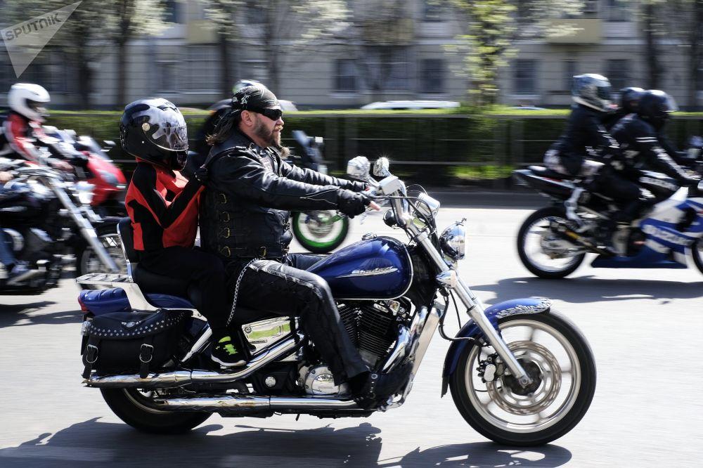 Motoqueiros durante uma corrida de motos em Krasnodar