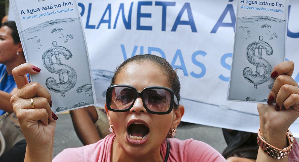 Protesto contra o racionamento de água