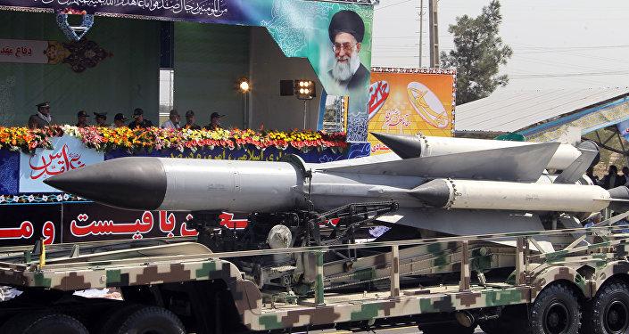 Parada militar anual em Teerã