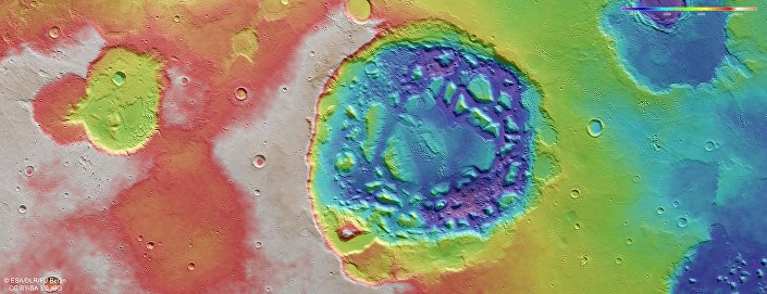 Visão topográfica da cratera marciana Ismenia Patera