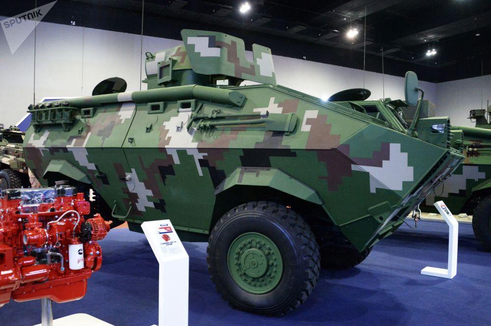 Veículo blindado de transporte de pessoal RPZ CONDOR 4x4 desenvolvido pela empresa malaia Deftech