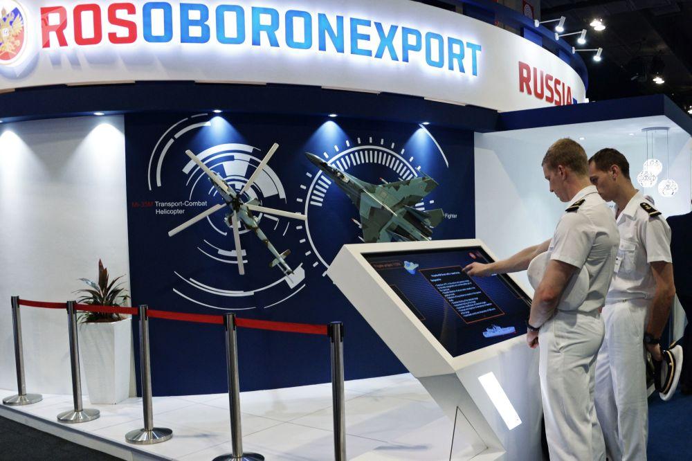 Pavilhão da exportadora russa de armas Rosoboronexport na exposição DAS 2018 na Malásia