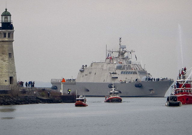 Navio de guerra USS Little Rock no porto de Buffalo, EUA
