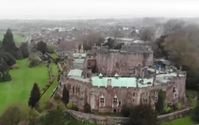 'Cavaleiro fantasma' voa dentro de antigo castelo inglês