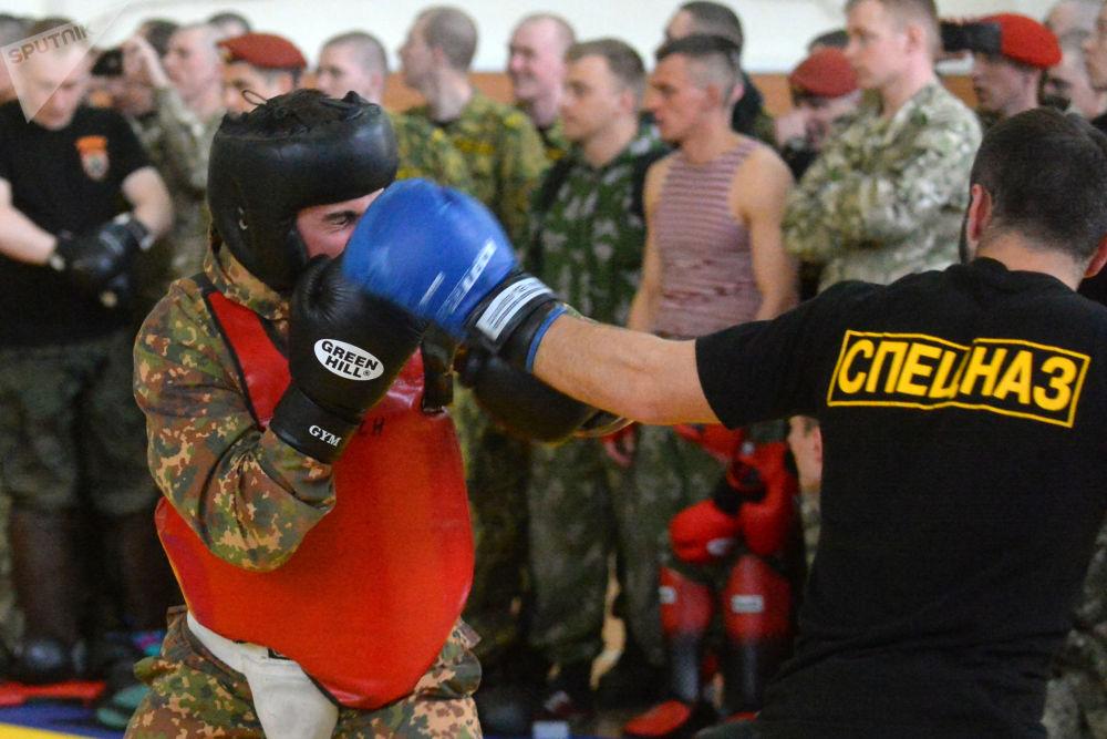 Militares bielorrussos participam de sparing