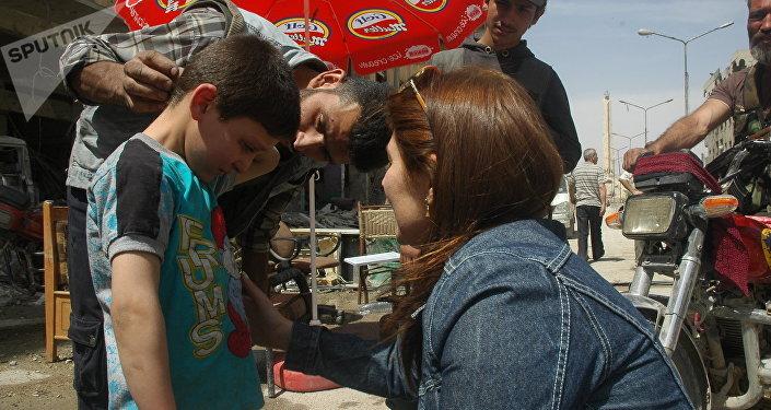 Mustafa, menino sírio, participante de encenação do ataque químico em Douma