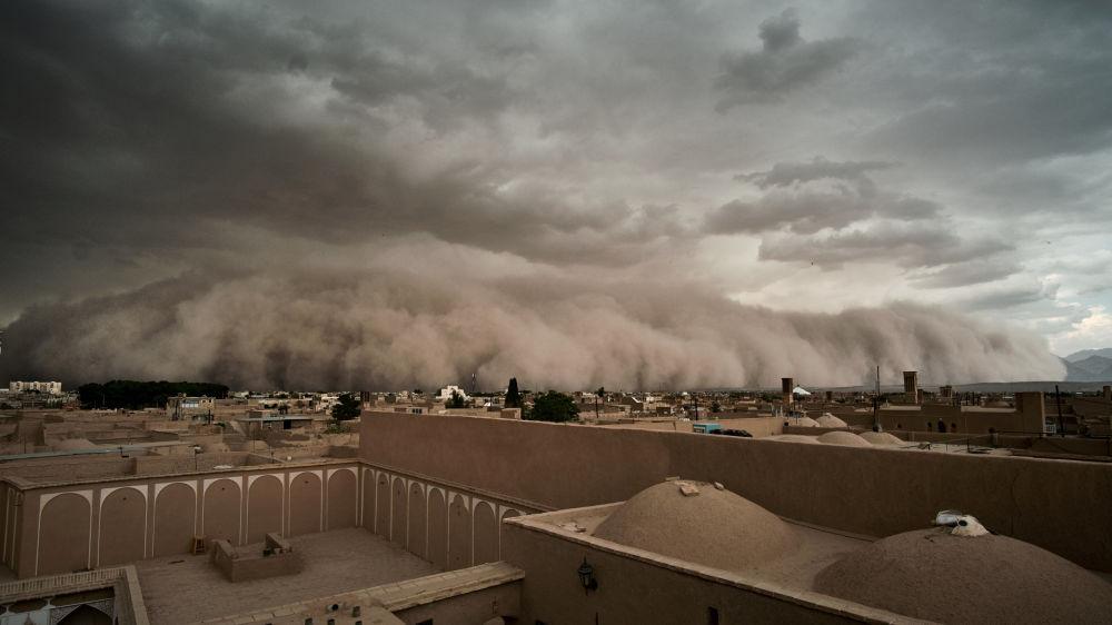 Tempestade de areia na cidade iraniana de Yazd.