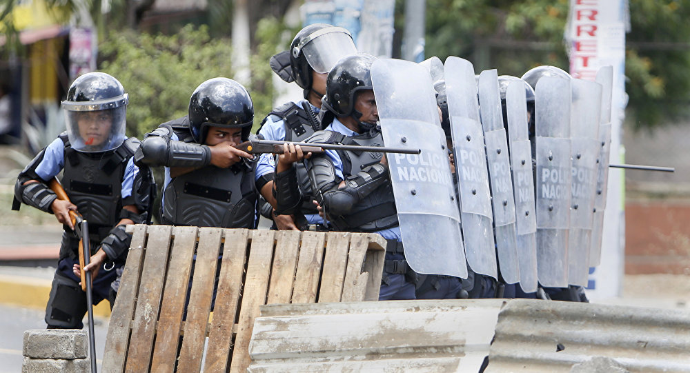 Polícia reprime protesto na Nicarágua, abril de 2018