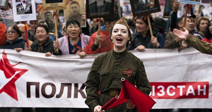 Os participantes da marcha Regimento Imortal, Quirguistão, Bishkek