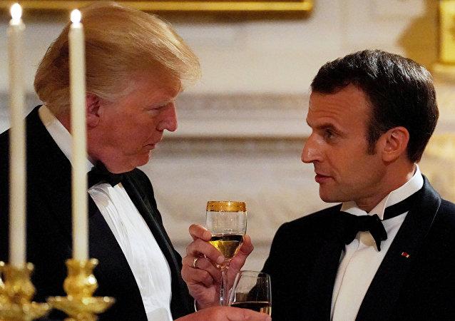 Trump e Macron brindam sua amizade durante jantar de Estado.