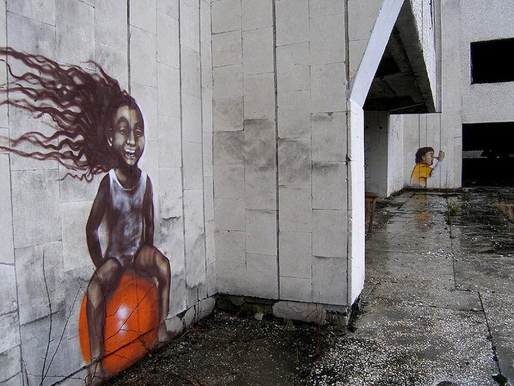 Grafite em um edifício na zona da Usina Nuclear de Chernobyl, Ucrânia