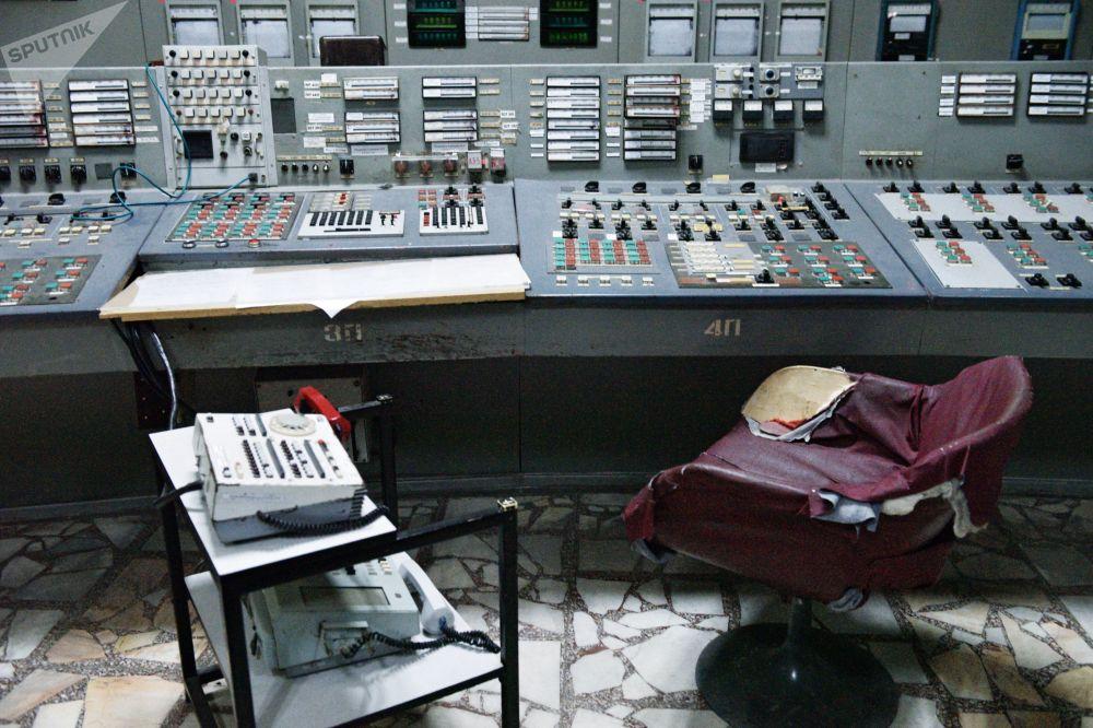 Quarto de transmissão energética do 3º bloco da Usina Nuclear de Chernobyl