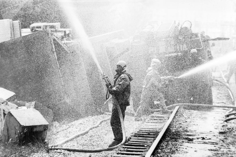 Descontaminação do território da Usina Nuclear de Chernobyl com uso de substância especial após catástrofe