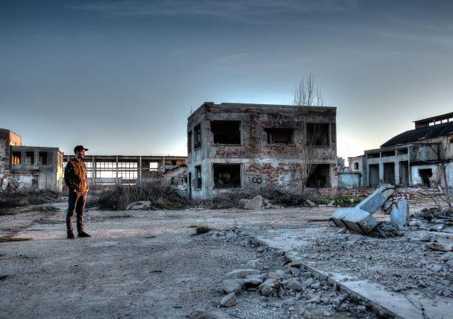 Território abandonado na zona de Chernobyl afetada pelas explosões