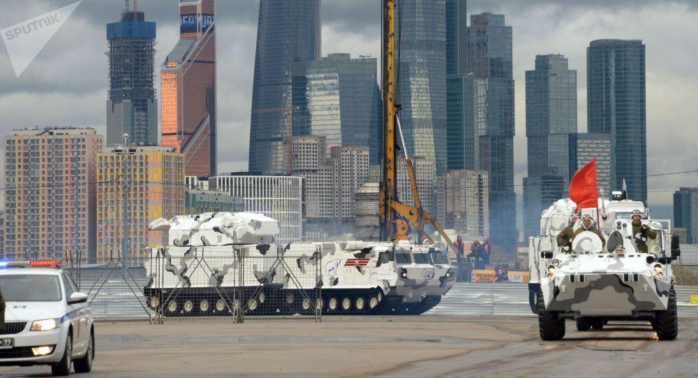Sistema antiaéreo ártico Tor-M2DT com base no veículo todo-terreno DT-30 antes do ensaio