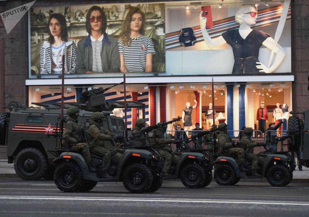Moto todo-terreno do exército AM-1 antes do ensaio na Praça Vermelha